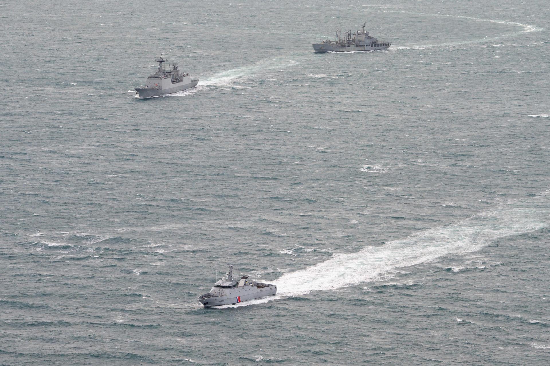 Le patrouilleur Flamant et le groupe-école de la marine sud-coréenne